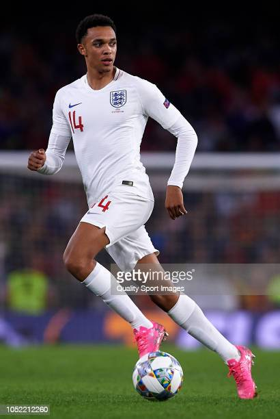 Trent AlexanderArnold of England runs with the ball during the UEFA Nations League A group four match between Spain and England at Estadio Benito...