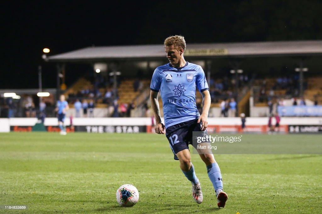 A-League Rd 4 - Sydney v Newcastle : News Photo