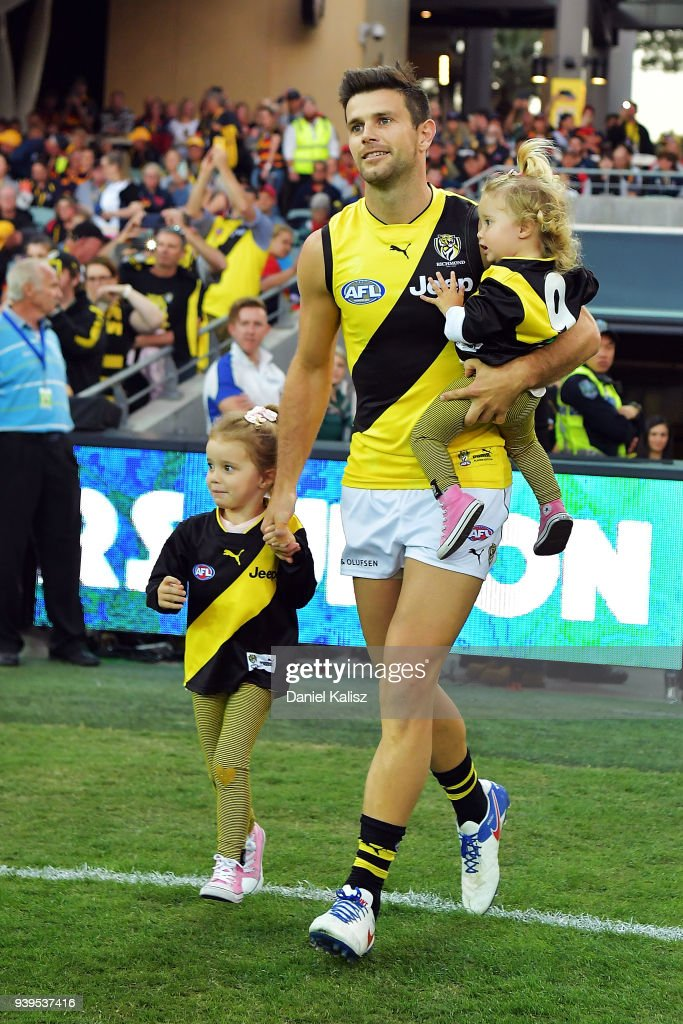 AFL Rd 2 - Adelaide v Richmond : News Photo