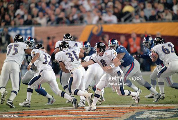 Trent Dilfer of the Baltimore Ravens turns to hand the ball off to running back Jamal Lewis against the New York Giants during Super Bowl XXXV at...
