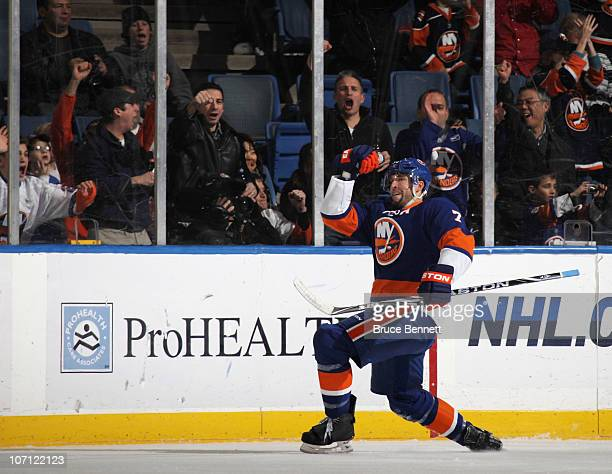 Trent Hunter of the New York Islanders scores at 1016 oif the first period against the Columbus Blue Jackets at the Nassau Coliseum on November 24...