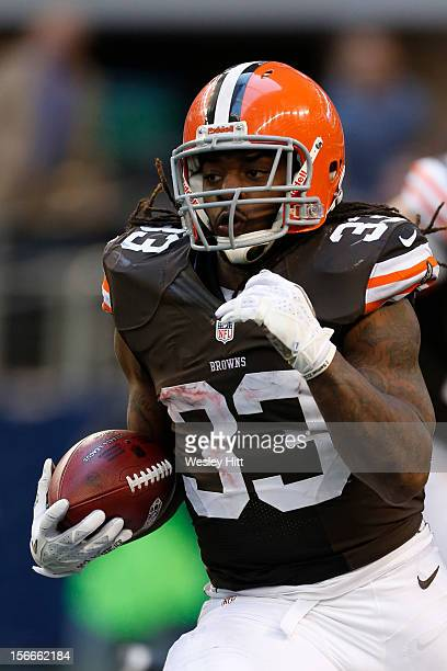 Trent Richardson of the Cleveland Browns runs the ball against the Dallas Cowboys at Cowboys Stadium on November 18 2012 in Arlington Texas The...