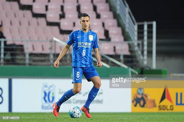 Trent Sainsbury of Jiangsu Suning drives the ball during the AFC Asian Champions League match between Jeonbuk Hyundai Motors FC and Jiangsu Suning FC...