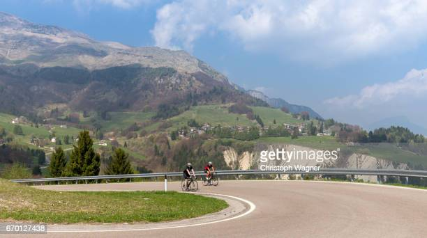 trentino - menschengruppe stock pictures, royalty-free photos & images