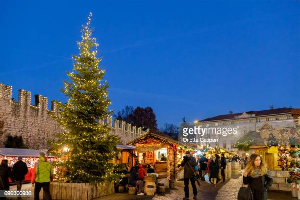 trento at christmas, piazza fiera - italy - trento foto e immagini stock