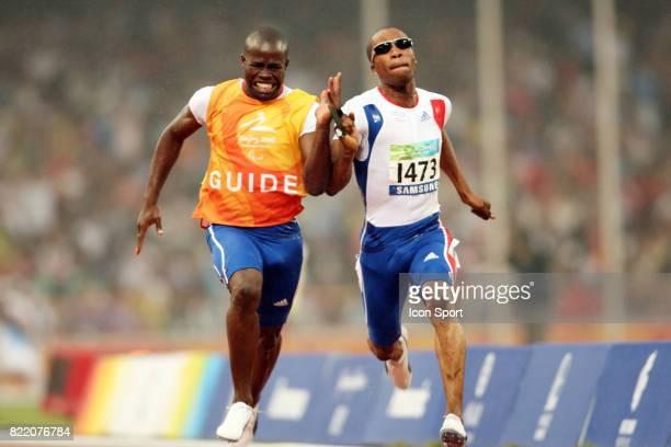 Tresor MAKUNDA et son guide 100 metres Atheltisme Jeux Paralympiques 2008 Pekin