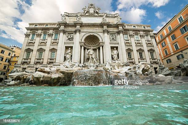 trevi fountain - trevi fountain stock photos and pictures