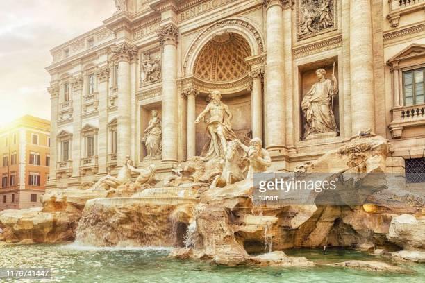 fontana di trevi, roma, italia - antica roma foto e immagini stock