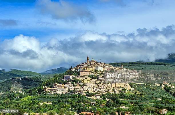 trevi, province of perugia, umbria. - モンテファルコ ストックフォトと画像