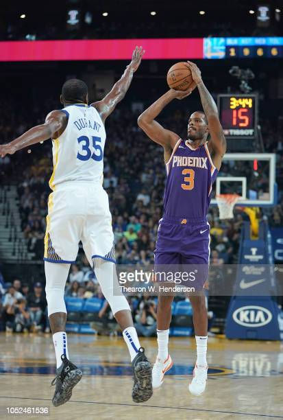 Trevor Ariza of the Phoenix Suns shoots over Kevin Durant of the Golden State Warriors during an NBA basketball game at ORACLE Arena on October 8...