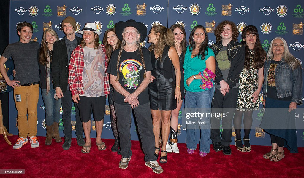 Hard Rock International's Wille Nelson Artist Spotlight Benefit Concert : News Photo