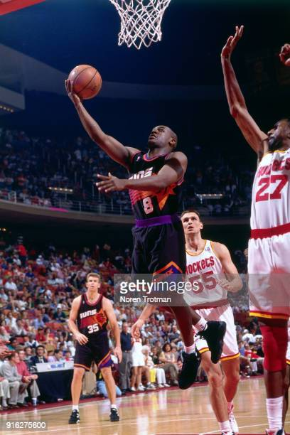 Trevor Ruffin of the Phoenix Suns shoots during Game Three of the Second Round of the 1995 NBA Playoffs played on May 13 1995 at the Summit in...