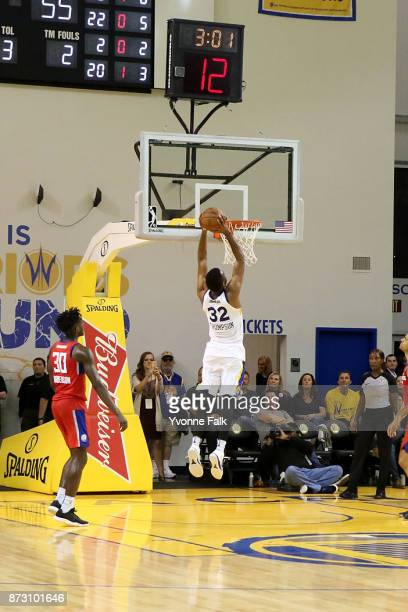 Trevor Thompson of the Santa Cruz Warriors dunks the ball during the game against the Agua Caliente Clippers on November 11 2017 at the Kaiser...