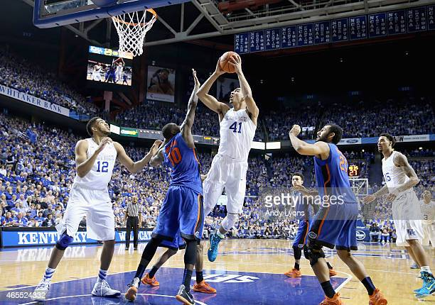 Uk Basketball: Rupp Arena Photos Et Images De Collection