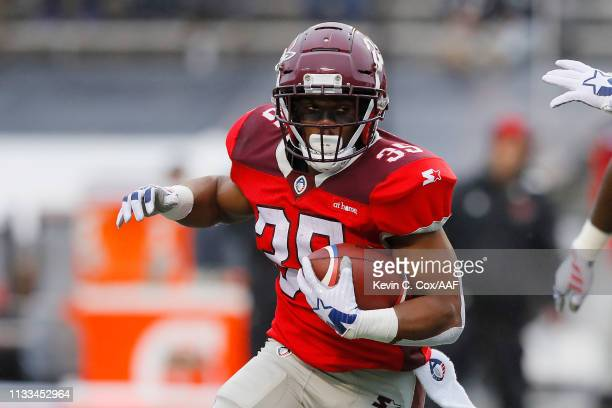 TreyWilliams of the San Antonio Commanders runs with the ball during the first half against the Birmingham Iron in an Alliance of American Football...