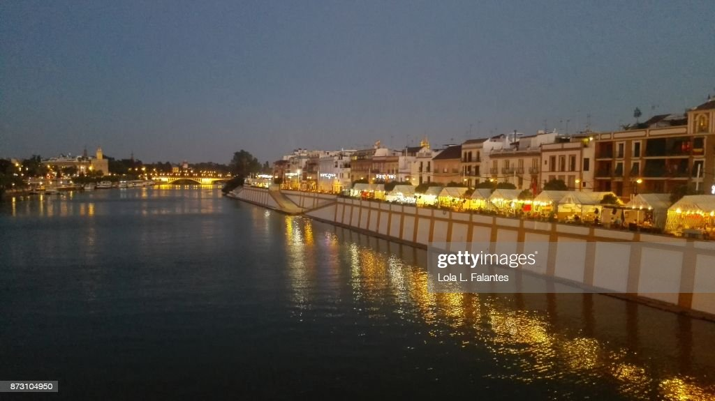 Triana cityscape at night. Seville, Spain : Foto de stock