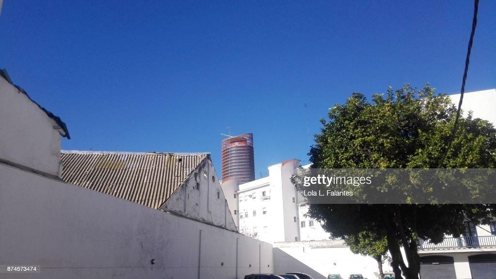 Triana cityscape contrast : Foto de stock
