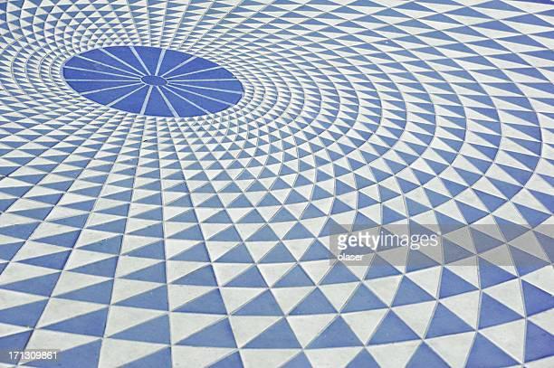 Triangular circular pattern on the sidewalk