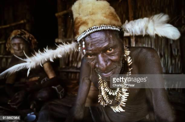 tribal chief - canibalismo imagens e fotografias de stock