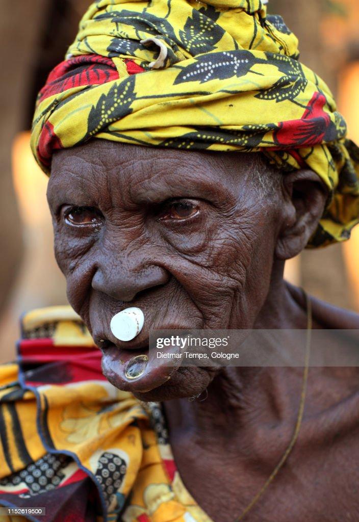 Tribal Lobi woman in Burkina Faso : Stock-Foto