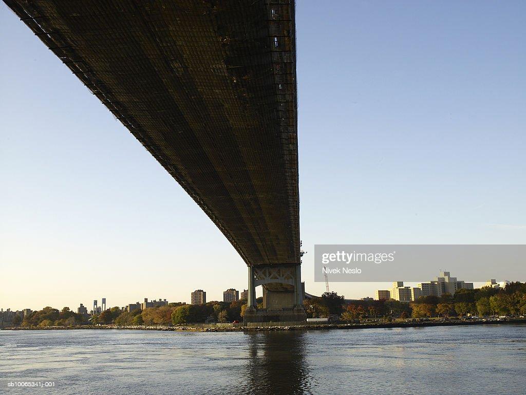 Triborough bridge, low angle view : Foto stock