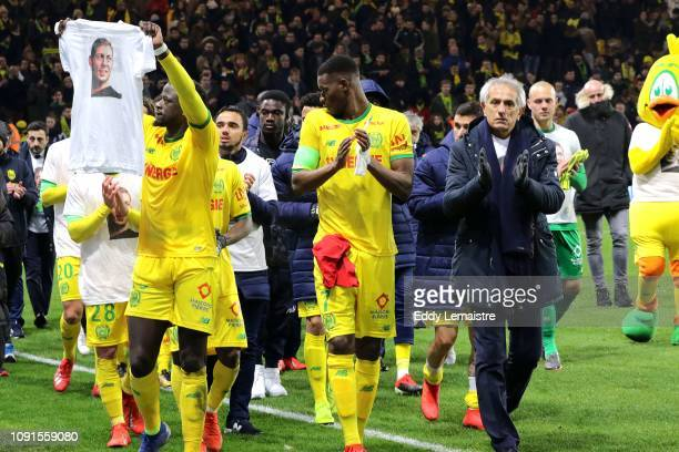 Tribute to Emiliano Sala by Vahid Halilhodzic , Head coach of Nantes and his players at the end of the match during the Ligue 1 match between Nantes...