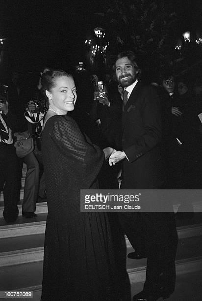 Tribute To Luchino Visconti At The Paris Opera Le 29 septembre 1980 à l'opéra de Paris en France arrivée de Romy SCHNEIDER souriante et de son époux...