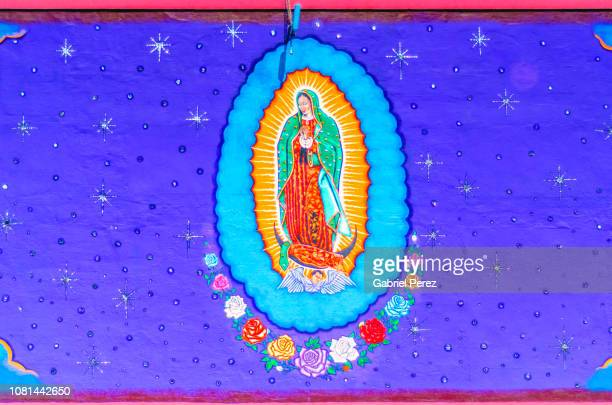 tribute to our lady of guadalupe - virgen de guadalupe fotografías e imágenes de stock