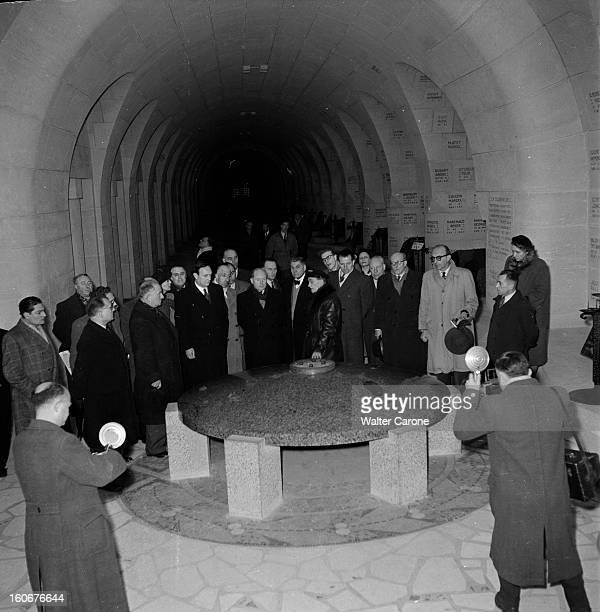 Tribute To Verdun 4 février 1951 Au cimetière de Douaumont hommage aux treize milles soldats morts pendant la première guerre mondiale dans le...