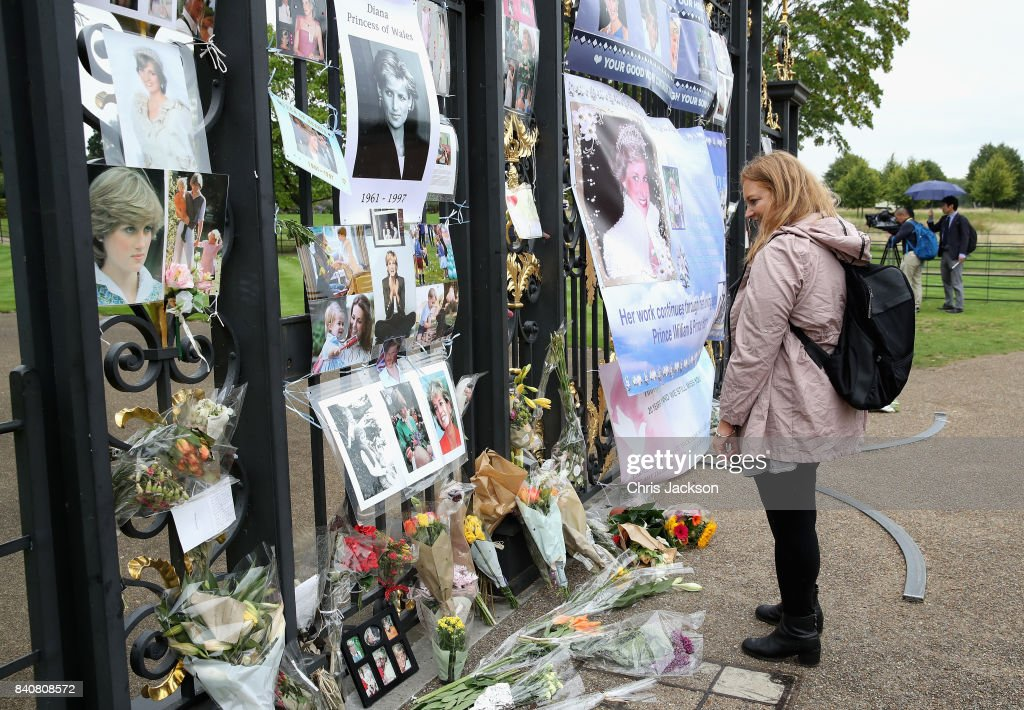 Tributes to commemorate the anniversary of the death of Princess Diana at the gates of Kensington Palace on August 30, 2017 in London, England. Princess Diana died on August 31st, 1997 in Paris. She lived at Kensington Palace for 15 years.