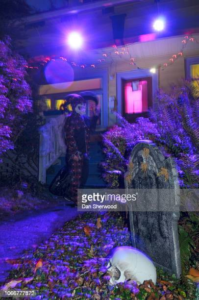 trick or treating in the usa - dan sherwood photography stock pictures, royalty-free photos & images