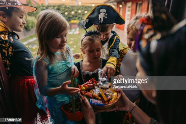 trick or treating - trick or treat stock pictures, royalty-free photos & images