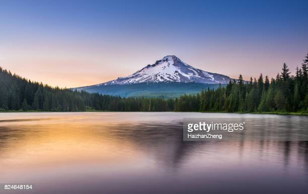 trillium lake sunset - sunset lake stock photos and pictures