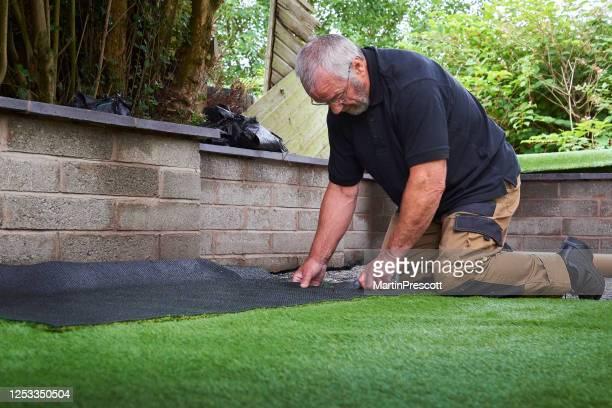 偽の草の縁をトリミング - 人工的 ストックフォトと画像