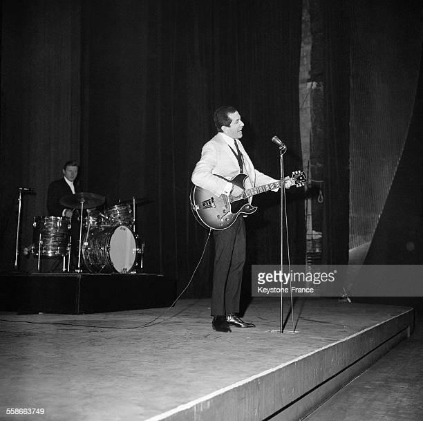 Trini Lopez en première partie du concert des Beatles à l'Olympia à Paris France le 17 janvier 1964