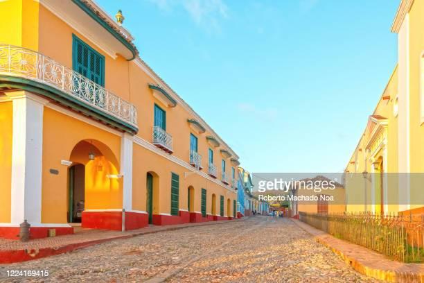 trinidad, cuba, colonial cobblestone street - sancti spiritus provincie stockfoto's en -beelden