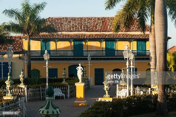 trinidad, plaza mayor, galeria de arte - arte stock-fotos und bilder