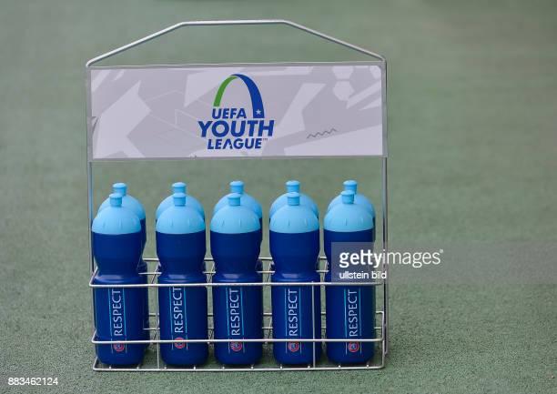 Trinkflaschenhalter mit der Logo der UEFA Youth League waehrend dem 4 Spieltag der Gruppe F UEFA Youth League FC Bayern Muenchen gegen Arsenal FC am...