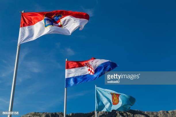 trio of flags at orebic - west europa stockfoto's en -beelden