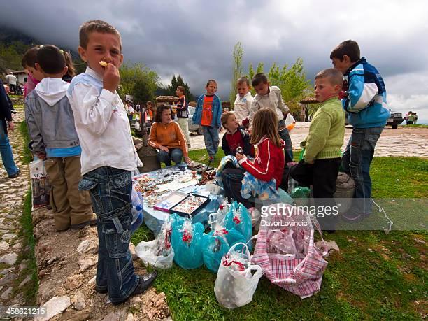 trip souvenir - albanië stockfoto's en -beelden