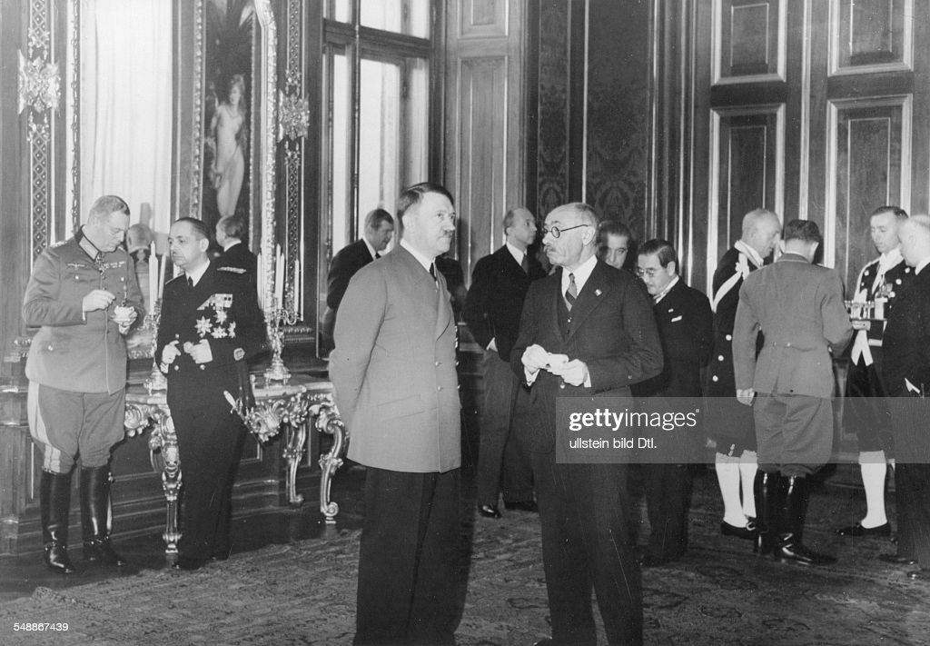 Reception at the Upper Belvedere in Vienna after the signing of the agreement, Adolf Hitler in conversation with the Prime Minister Count Paul Teleki v. Szek (Hungary) in the background from left: Field Marshal Wilhelm Keitel, chief of the High Command of the Armed Forces (OKW), the Hungarian Foreign Minister Stefan Graf Csaky v. Koeresszegh and Adorjan,Sandro Frhr. v. Doernberg, Chief of Protocol; behind Teleki to the right: Ambassador Saburo Kurusu (Japan), Reich Press Chief Dr. Otto Dietrich (with back to camera), the Hungarian Ambassador Doeme Sztojay - - Photographer: Presse-Illustrationen Heinrich Hoffmann - Published by: 'Berliner Illustrirte Zeitung' 48/1940 Vintage property of ullstein bild