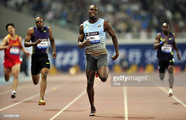 Triplegold Olympic champion Jamaican sprinter Usain Bolt on his way to winning the 200m at the IAAF Diamond League athletic meeting at Shanghai...