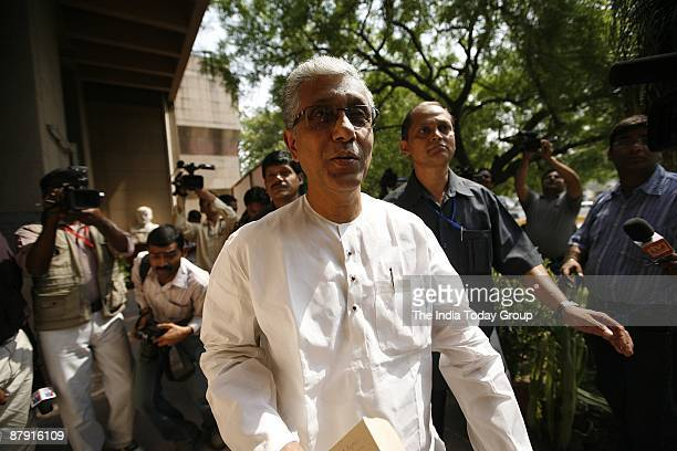 Tripura Chief Minister Manik Sarkar arrives to attend the CPI Politburo meeting on May 18 2009 in Delhi India India is the world's largest democracy...