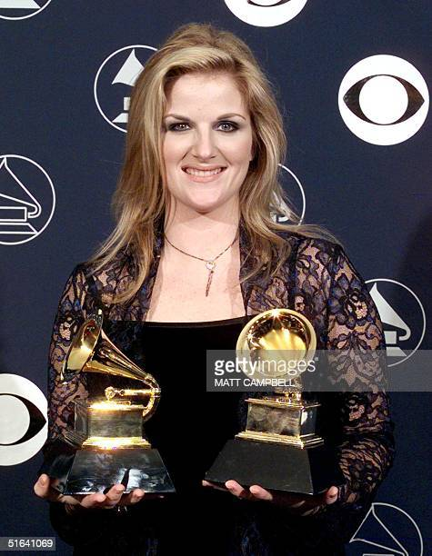 Trisha Yearwood holds her two Grammy Awards 25 February in New York Yearwood won for Best Female Country Vocal Performance and Best Country...