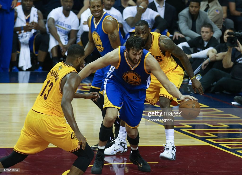 Golden State Warriors - Cleveland Cavaliers - 2015 NBA Finals : News Photo