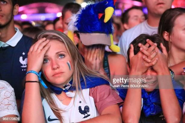 Tristesse des supporters de l?équipe de France de Football pendant l?Euro 2016 à la fin de la finale France Portugal dans la Fan Zone de Bordeaux le...