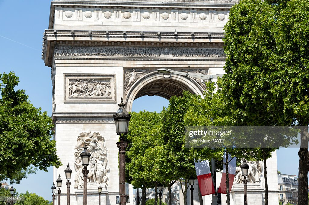 Triumph Arc and french flag, Paris, France : Photo