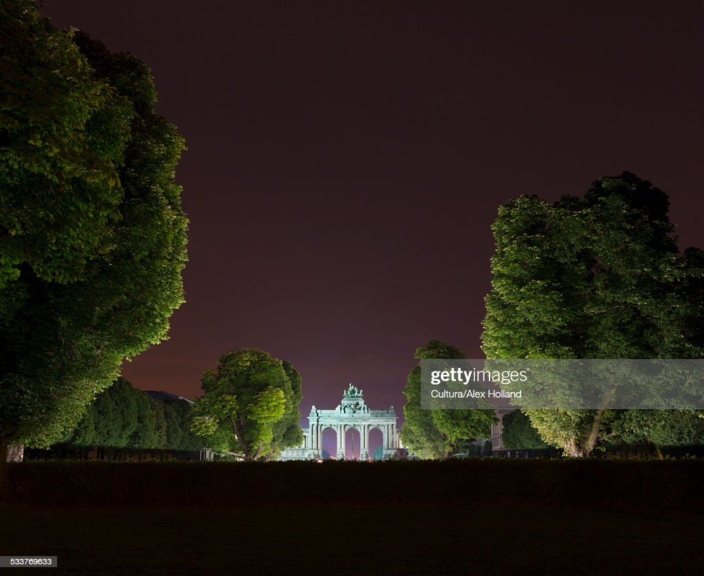 Triumphal arch and Jubelpark at night, Brussels, Belgium : Foto stock