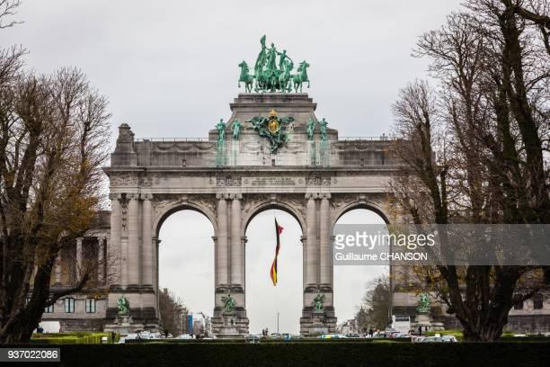triumphal arch, bruxelles, belgium - belgische cultuur stockfoto's en -beelden