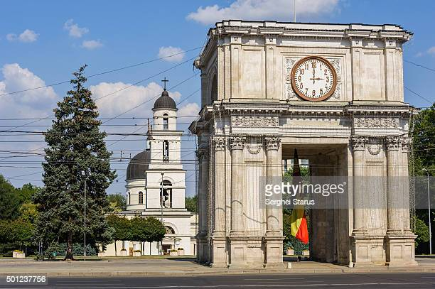 triumphal arch in chisinau, moldova - chisinau stock pictures, royalty-free photos & images